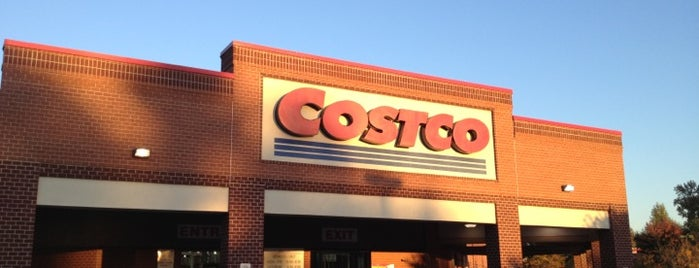 Costco is one of Locais curtidos por Kate.