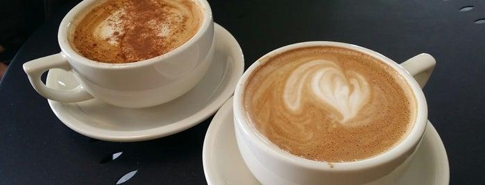 Maude's Garden & Coffee is one of Tempat yang Disukai Kate.