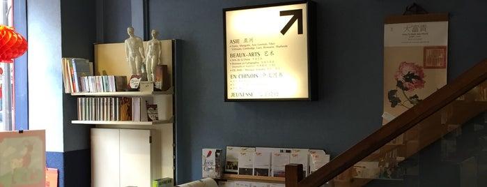 Librairie Le Phénix is one of Lugares favoritos de Yilin.