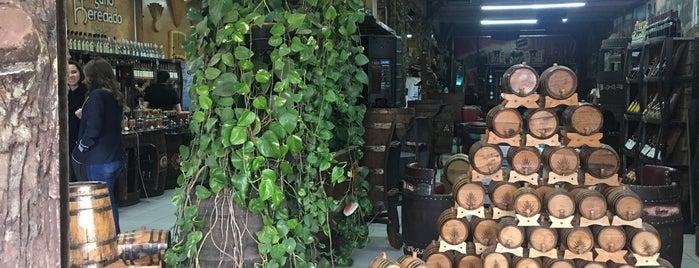 Las Barricas Vinos & Licores is one of สถานที่ที่ Ernesto (Tequila Man) ถูกใจ.
