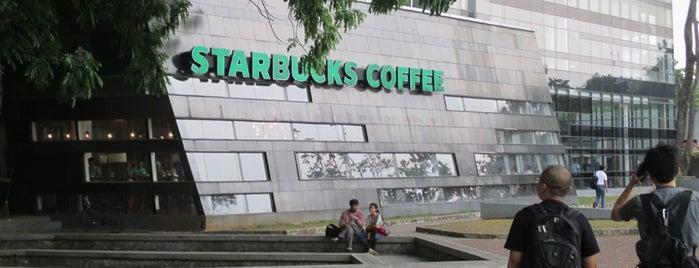 Starbucks Universitas Indonesia is one of Posti che sono piaciuti a Erin.