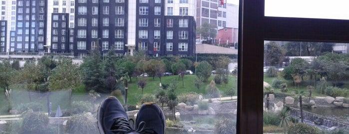 Compact Mashattan Ofis is one of Yaşam Ve Moda Notlarım'ın Beğendiği Mekanlar.