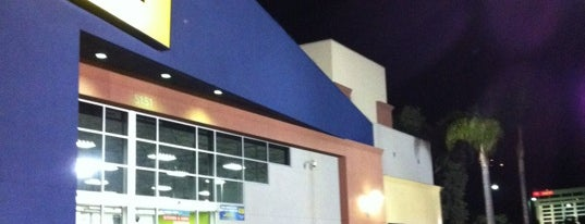 Best Buy is one of Tempat yang Disukai Alberto J S.