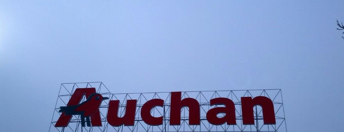 Auchan is one of Andreaさんのお気に入りスポット.