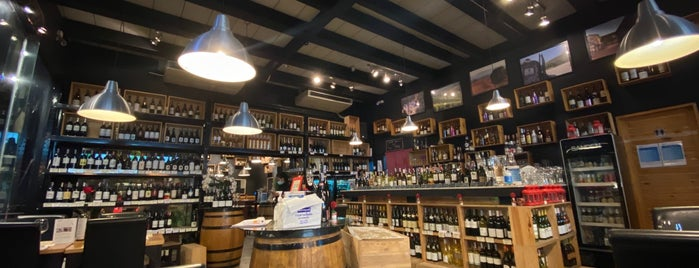 wineDEPOT is one of Lieux sauvegardés par Chaimongkol.