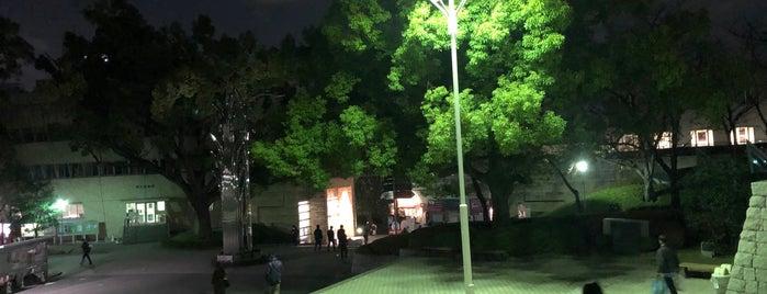 関西大学図書館前広場 is one of Locais curtidos por Hitoshi.