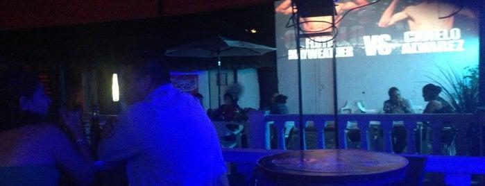 Bar Jaguar is one of Lugares favoritos de Denis.