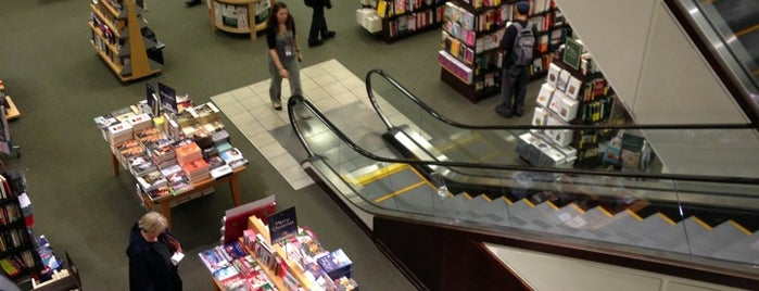 Barnes & Noble is one of Lieux qui ont plu à Sunjay.