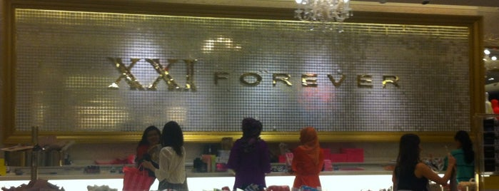 Forever 21 is one of ΔΕΛΘΧΕ.