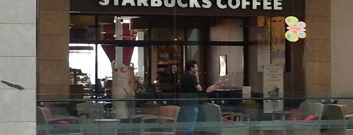 Starbucks is one of Locais curtidos por Halil.