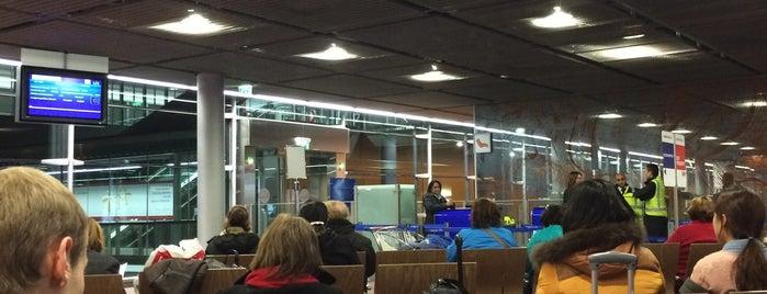 Aeroporto di Parigi Charles de Gaulle (CDG) is one of Posti che sono piaciuti a Andrew.
