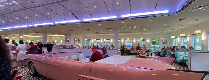 Sunliner Diner - Pigeon Forge is one of Chloe's Liked Places.