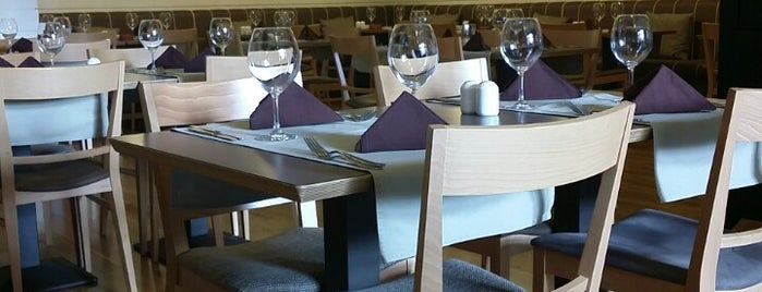 Nada Mas Restaurant is one of Posti che sono piaciuti a Matei.