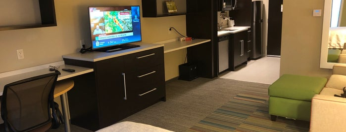 Home2 Suites by Hilton is one of สถานที่ที่ Jared ถูกใจ.