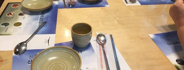 Gangwon Slow Food is one of สถานที่ที่ Zinan ถูกใจ.
