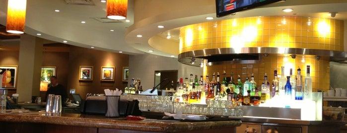 California Pizza Kitchen is one of Tempat yang Disukai Mark.