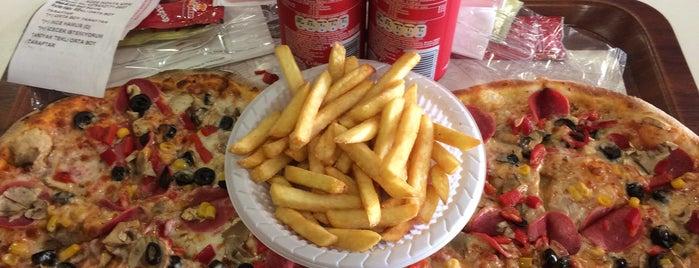 Pizza Pizza is one of Gespeicherte Orte von İrem.