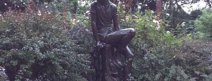 Peter Pan Statue is one of Posti che sono piaciuti a Will.