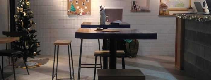 IMANO TOKYO HOSTEL / CAFE & BAR is one of free Wi-Fi in 新宿区.