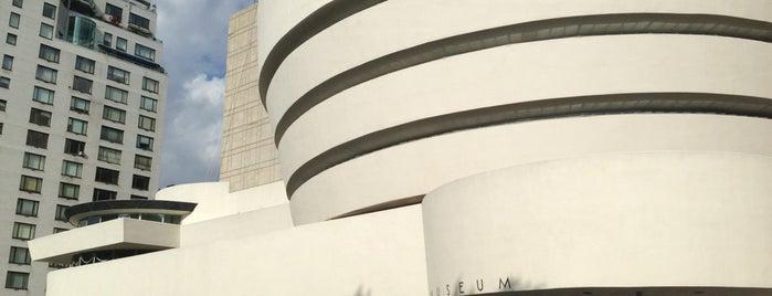 Solomon R Guggenheim Museum is one of Lugares donde estuve en el exterior.