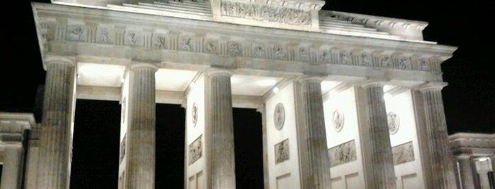 Puerta de Brandeburgo is one of Funky Berlin.