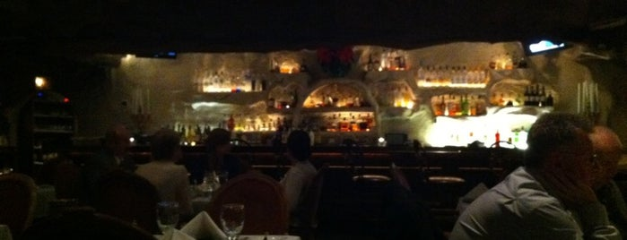 Cafe La Cave Restaurant is one of Tempat yang Disukai Jillian.