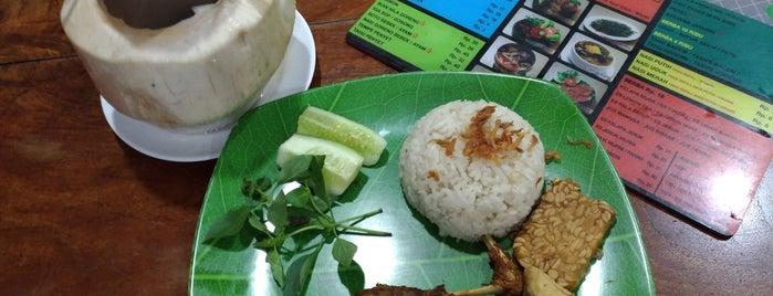 Bebek Goreng Khas Surabaya is one of Great food, great life..