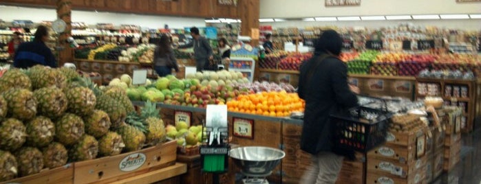 Sprouts Farmers Market is one of Karen 님이 좋아한 장소.