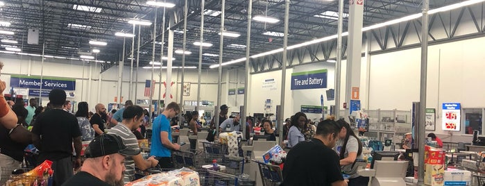 Sam's Club is one of Tempat yang Disukai Sarah.