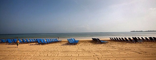 Playa Ritz Carlton Isla Verde is one of สถานที่ที่ Cristina ถูกใจ.