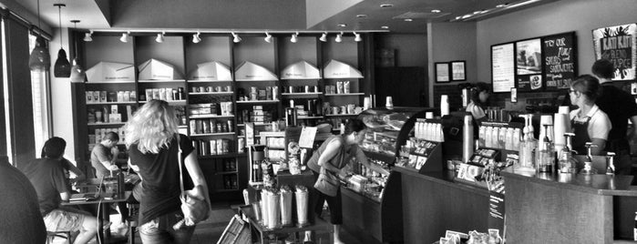 Starbucks is one of Robyn 님이 좋아한 장소.