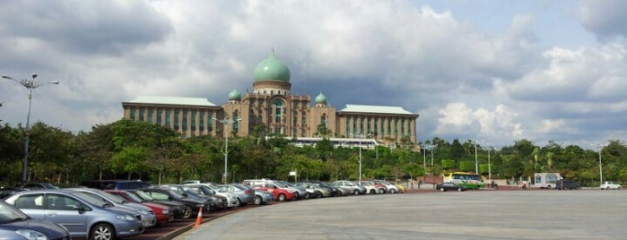 Dataran Putra is one of Attraction Places to Visit.