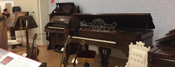 Musical Instrument Museum is one of Locais curtidos por Laura.