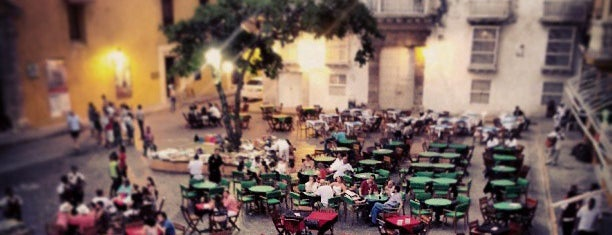 Plaza Santo Domingo is one of Espacios Favoritos al Aire Libre.