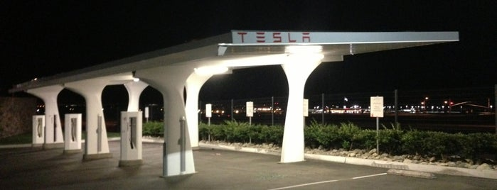 Tesla Supercharger Station is one of สถานที่ที่ Christopher ถูกใจ.