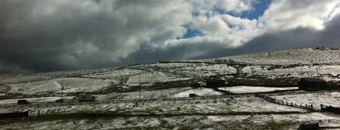Saddleworth Moor is one of Locais curtidos por charles.