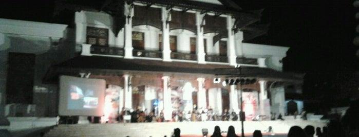 Kedaton Kutai Kartanegara is one of Museum In Indonesia.