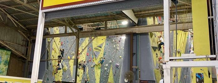 Sydney Indoor Climbing Gym is one of Tempat yang Disukai Simon.