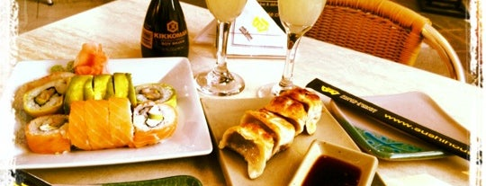 Sushi House is one of Lieux qui ont plu à ᴡ.