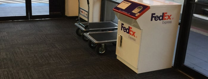 FedEx Office Print & Ship Center is one of Posti salvati di Photog Peter.