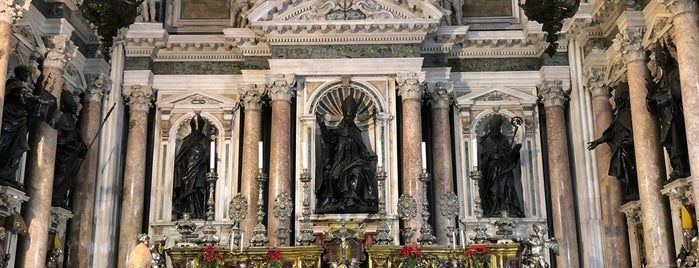 Cappella Del Tesoro Di San Gennaro is one of Lugares favoritos de Mike.