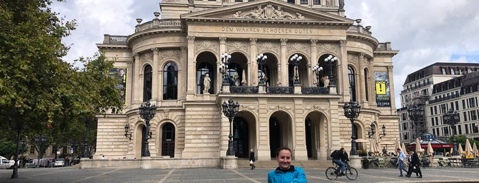 Frankfurt Old Opera House is one of Alemanha.