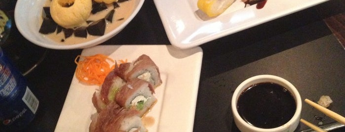 Sushi Roll is one of Lugares favoritos de Gabriela.