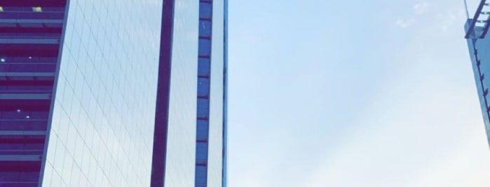 KBT Tower | برج مدينة الاعمال الكويتية العقارية is one of Orte, die Feras gefallen.