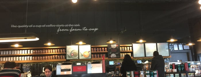 Starbucks is one of Posti che sono piaciuti a Halil G..