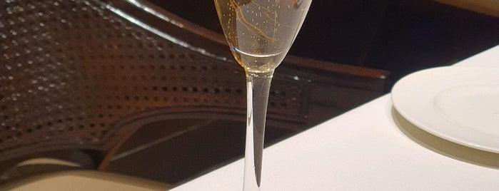 St. Regis Brasserie is one of Locais salvos de Witchorexia.