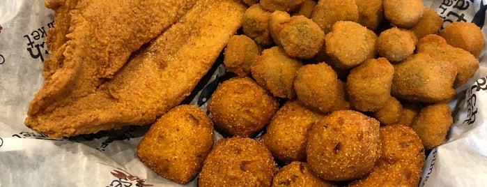 Caplinger's Fresh Catch Seafood Market is one of สถานที่ที่ CS_just_CS ถูกใจ.