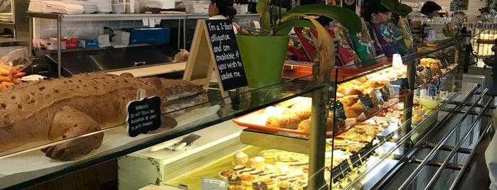 French Riviera Bakery & Cafe is one of MAQ'ın Beğendiği Mekanlar.