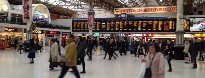 London Victoria Railway Station (VIC) is one of Londres / London.
