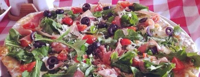 Fabrica De Pizza is one of Bares, restaurantes y otros....